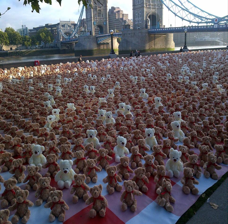 3400 teddy bears sitting on Potters Fields Park